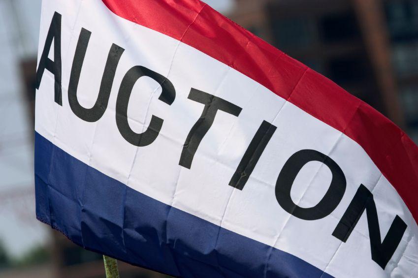 Auction flag, auction day