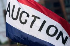 Auction flag, auction day